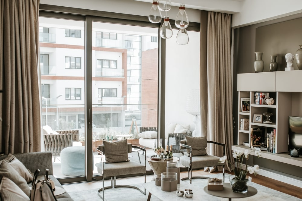 Living room in neutral tones, with a view to the building across the street