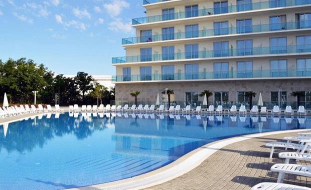 m9050-pool-view