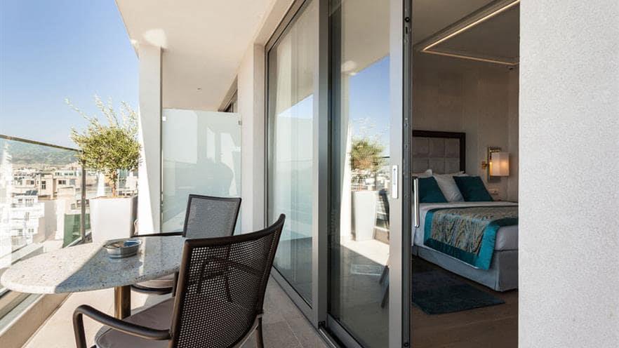 s560-balcony-view
