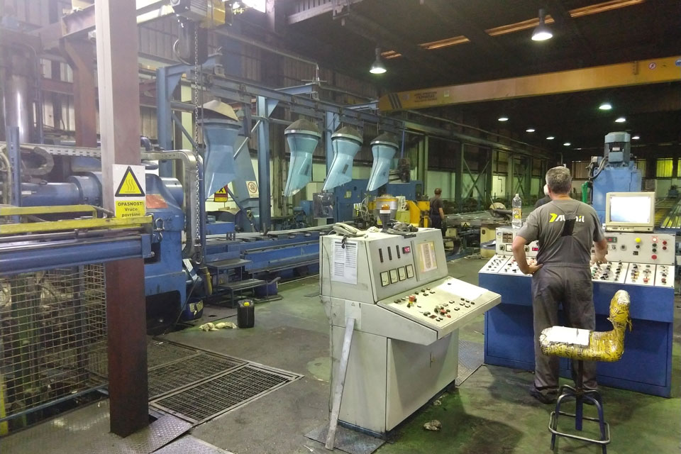 Worker controls the process